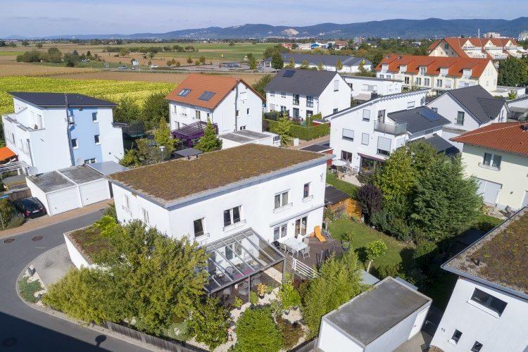 Einfamilienhäuser in einem Neubaugebiet